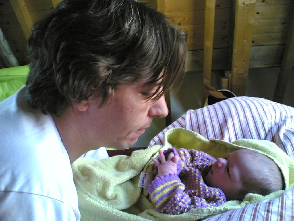 vader met pasgeboren baby