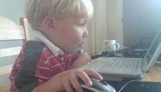 kinderen-steeds-jonger-en-vaker-bezig-met-internet-copyright-trotse-vaders
