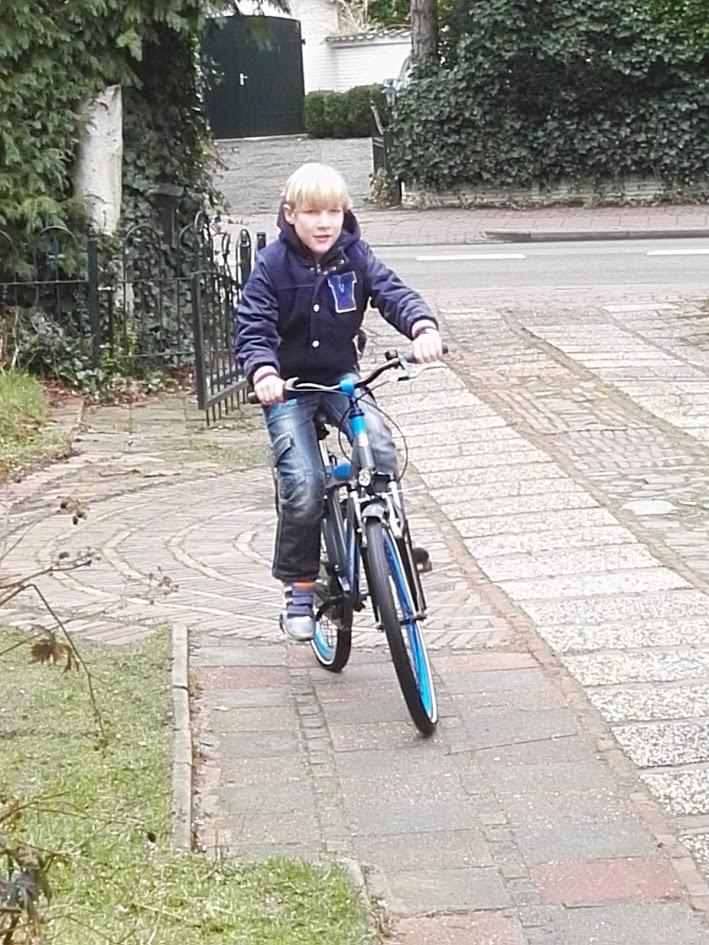 fiets-helm-online-bestellen-foto-copyright-trotse-vaders-1