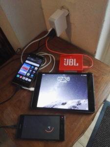 Leitz wall charger opladen vier mobiele apparaten Smartphone iPad en JBL luidspreker